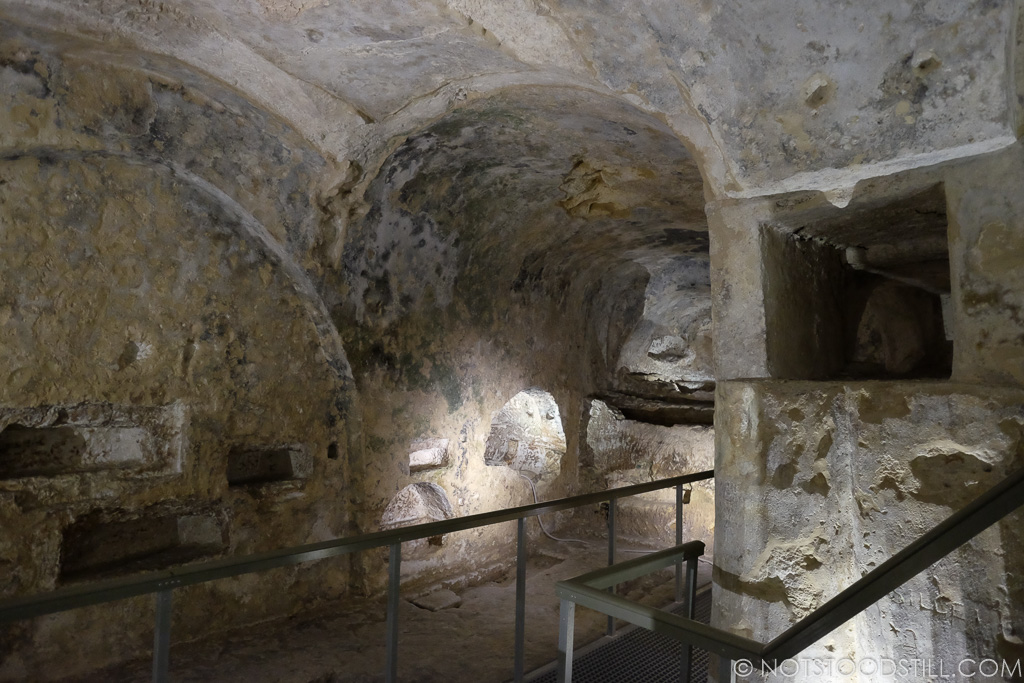 Exploring the underground catacombs of St.Paul's